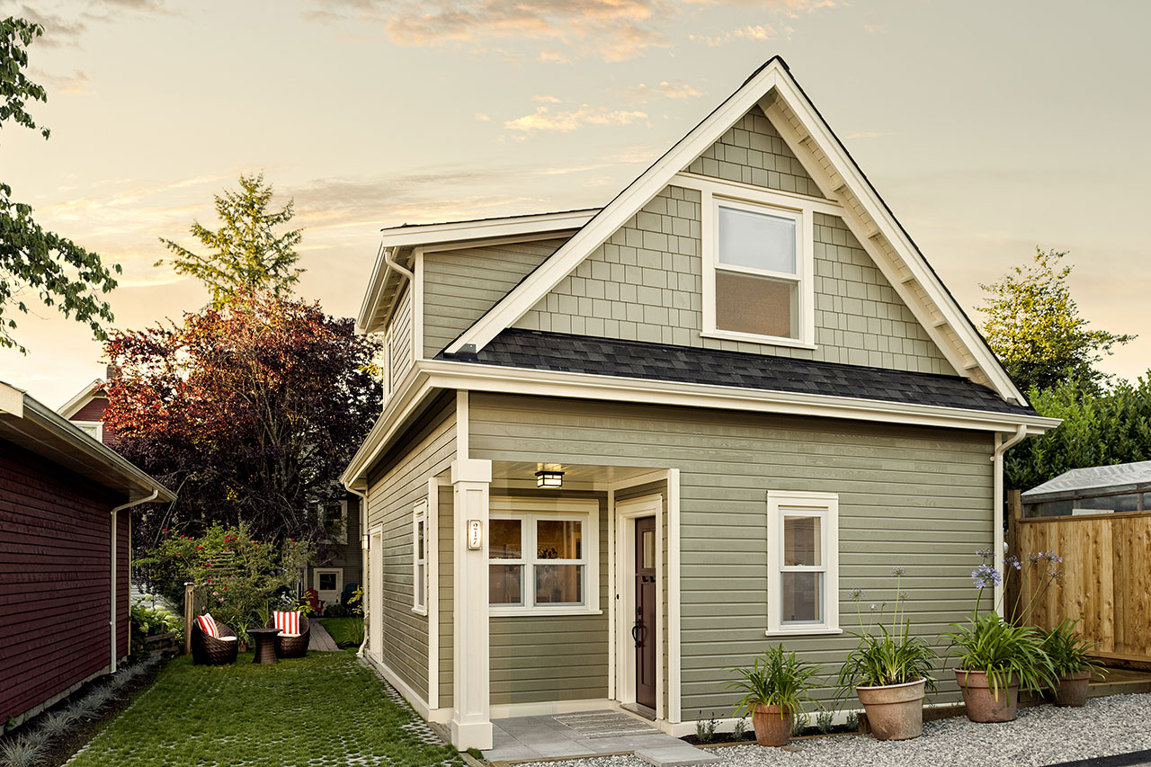 lwh1_nvan_coach_house_exterior